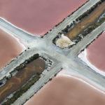 Photo aérienne des salins de Camargue par Thierry Vezon